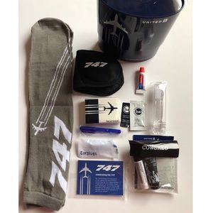 Accessories - United 747 travel kit